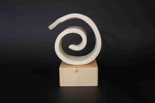 keramika objekt špirála na drevenom podstavci